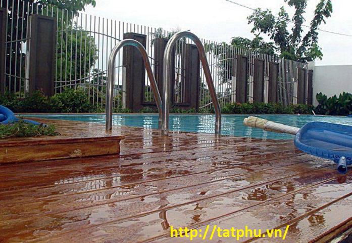 làm giả gỗ cho bể bơi bằng tấm xi măng cemboard
