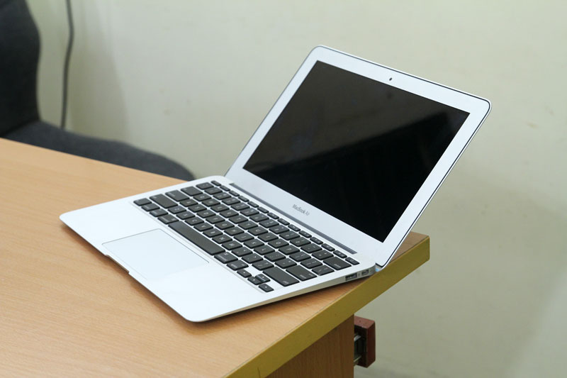 Macbook Air MC 505