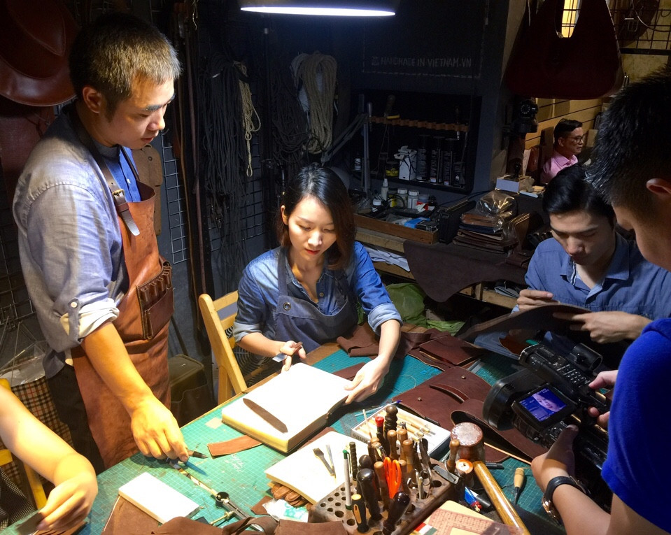 VTC10 - Hoang Thanh Tung with a passion for handcrafted leatherwork