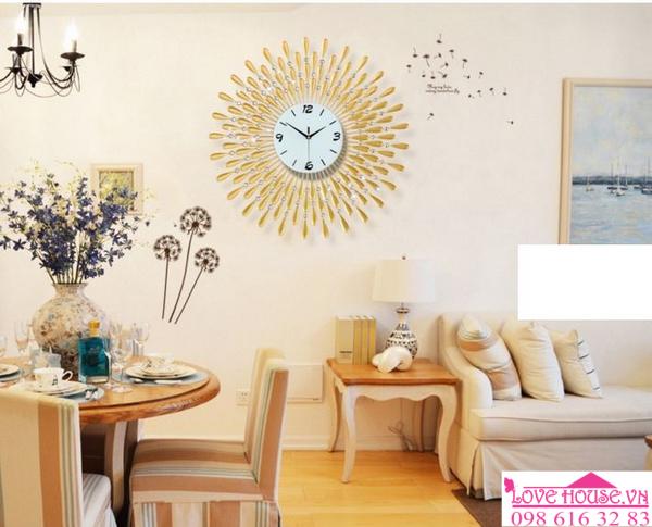 Đồng hồ treo tường mặt trời vàng