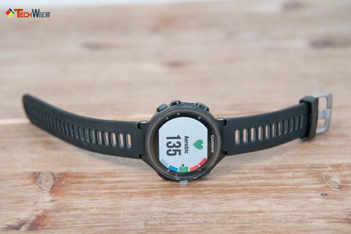 Đồng hồ Garmin 735XT được thiết kế mang hơi hướng hiện đại, sang trọng của dòng sản phẩm cao cấp.