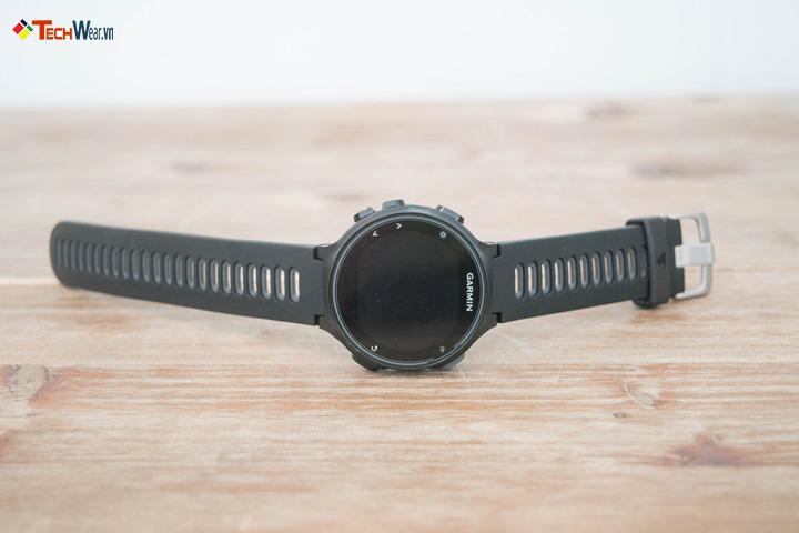 Garmin FR735XT thiết kế nhỏ gọn và chắc chắn