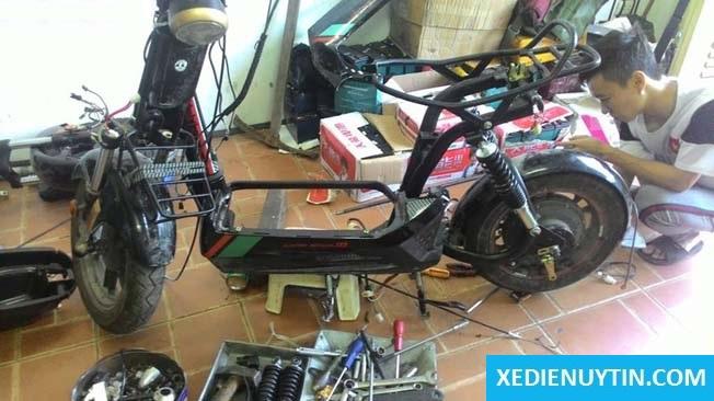 Thay ắc qui xe đạp điện giá rẻ