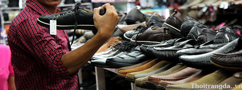 Thực hư giày mọi nam giá rẻ
