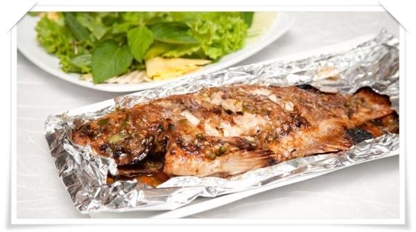 Cá nướng trong giấy bạc sẽ không bị vỡ vụn, cháy xém giữ được hương vị thơm ngon