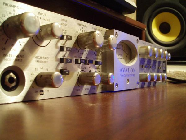 Preamp Avalon VT-737SP