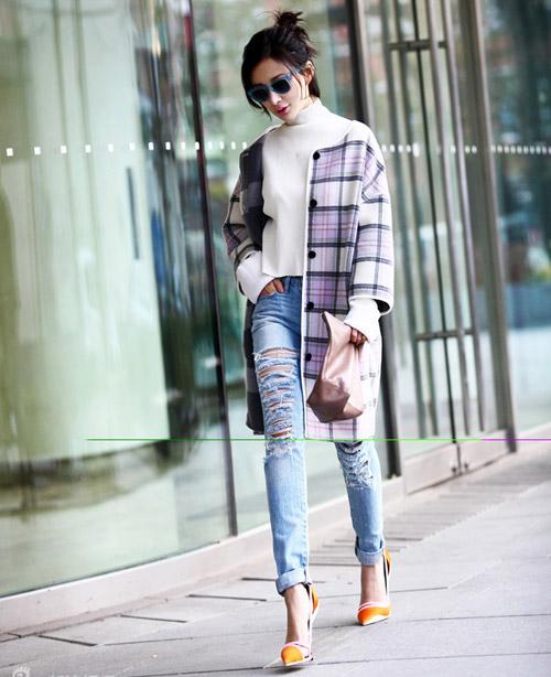 Thanh lịch và hút mắt với quần jean cùng áo khoác dài