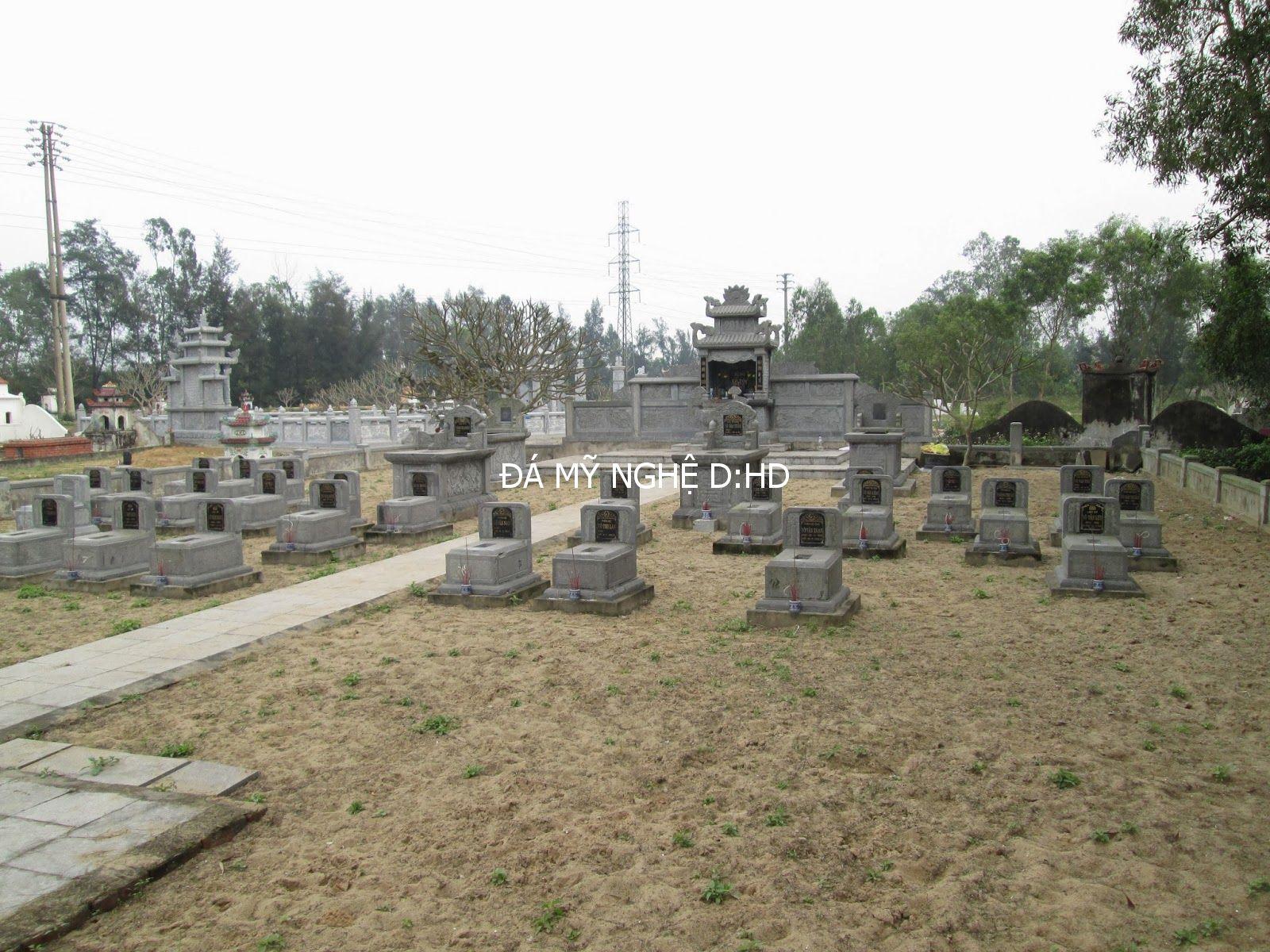 bên trong khu  lăng mộ