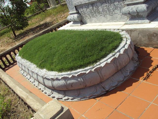 mộ đá hình bông sen