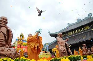 thả chim bồ câu trong đại lễ
