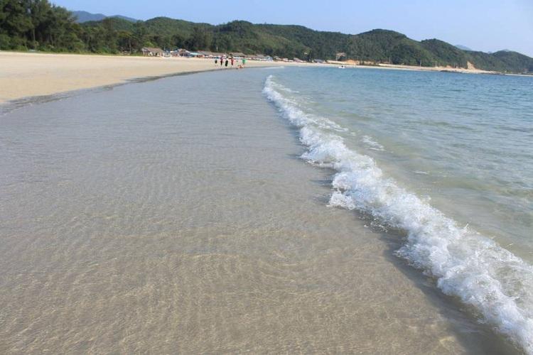Bãi tắm Minh Châu - đảo Minh Châu Quan Lạn