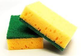 Sử dụng hóa chất giặt là, hóa chất giặt khô, tinh dầu thơm xịt vào quần áo