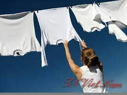 Sử dụng hóa chất giặt tẩy giặt quần áo