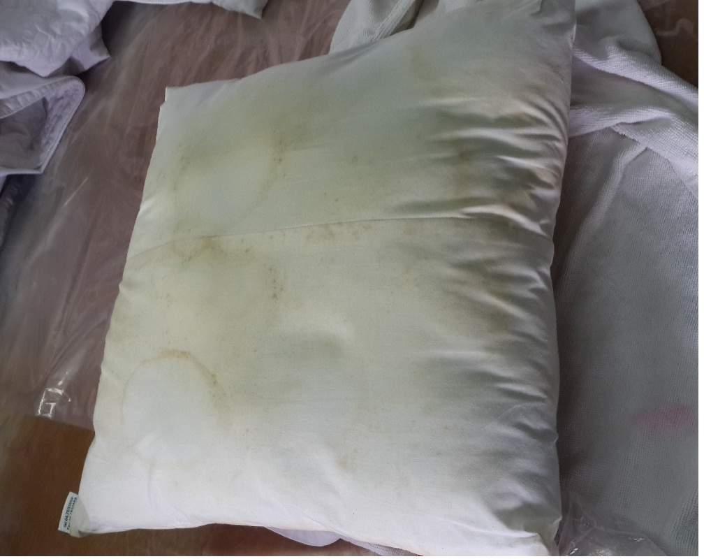 Cách giặt vỏ gối trắng tinh với hóa chất giặt là