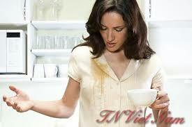 Dùng hóa chất giặt là tẩy các vết bẩn cà phê