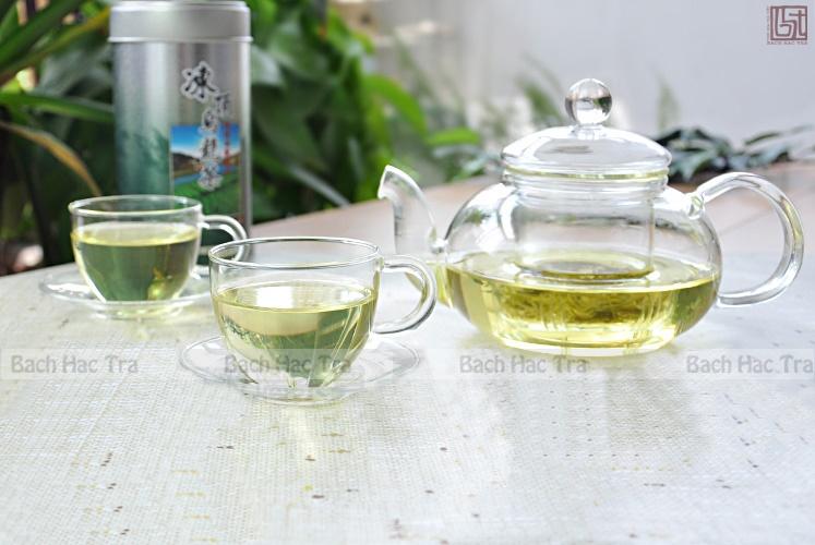 bộ thưởng trà thuỷ tinh bao gồm ấm và chén thuỷ tih