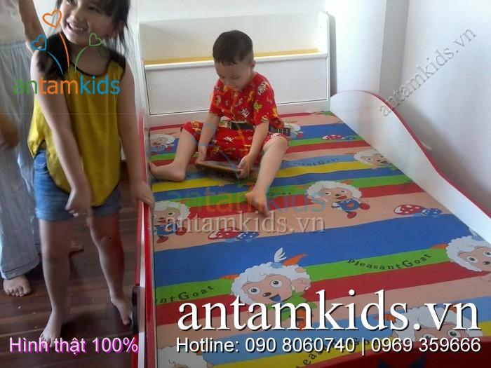Giường ô tô 2 tầng cho bé trai sanh dieu tuyet dep - Giuong xe hoi 2 tang AnTamKids.vn