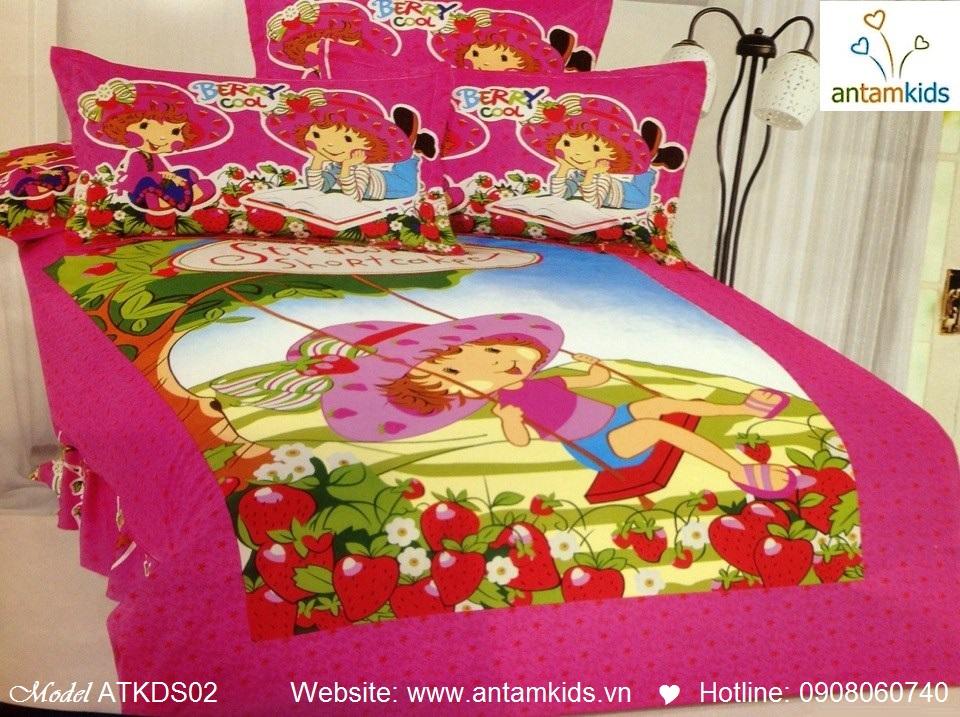 Bộ chăn ga gối hoạt hình trẻ em cho bé trai bé gái - Cô bé dâu tây ngồi xích đu | AnTamKids.vn