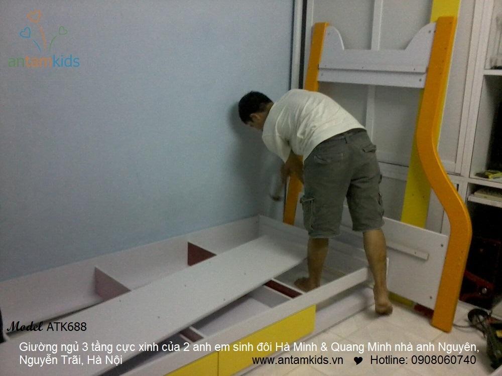Giường 3 tầng của 2 anh em sinh đôi Hà Minh & Quang Minh nhà anh Nguyên, Hà Nội
