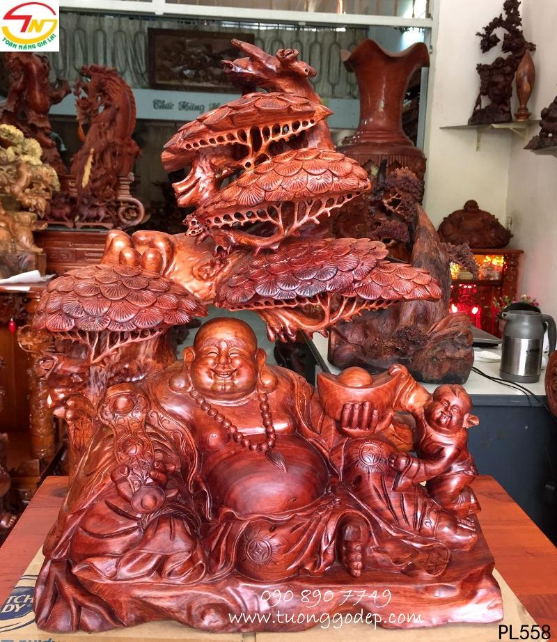 Phật Di Lặc bằng gỗ hương