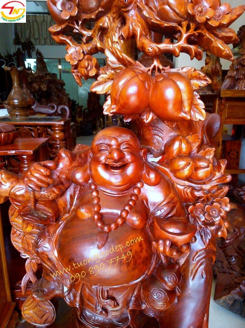 Phật Di Lặc Đứng gốc Đào