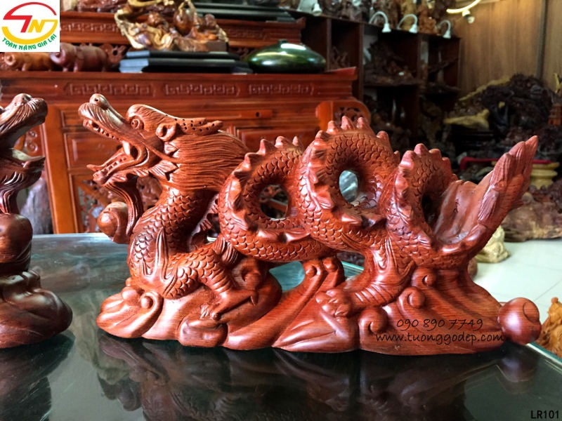 Tượng con Rồng bằng gỗ