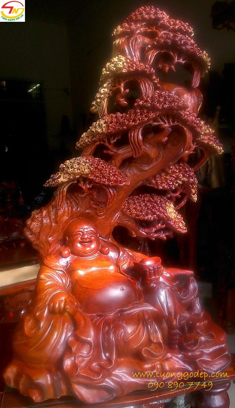 Phật Di Lặc ngồi gốc tùng bằng gỗ hương