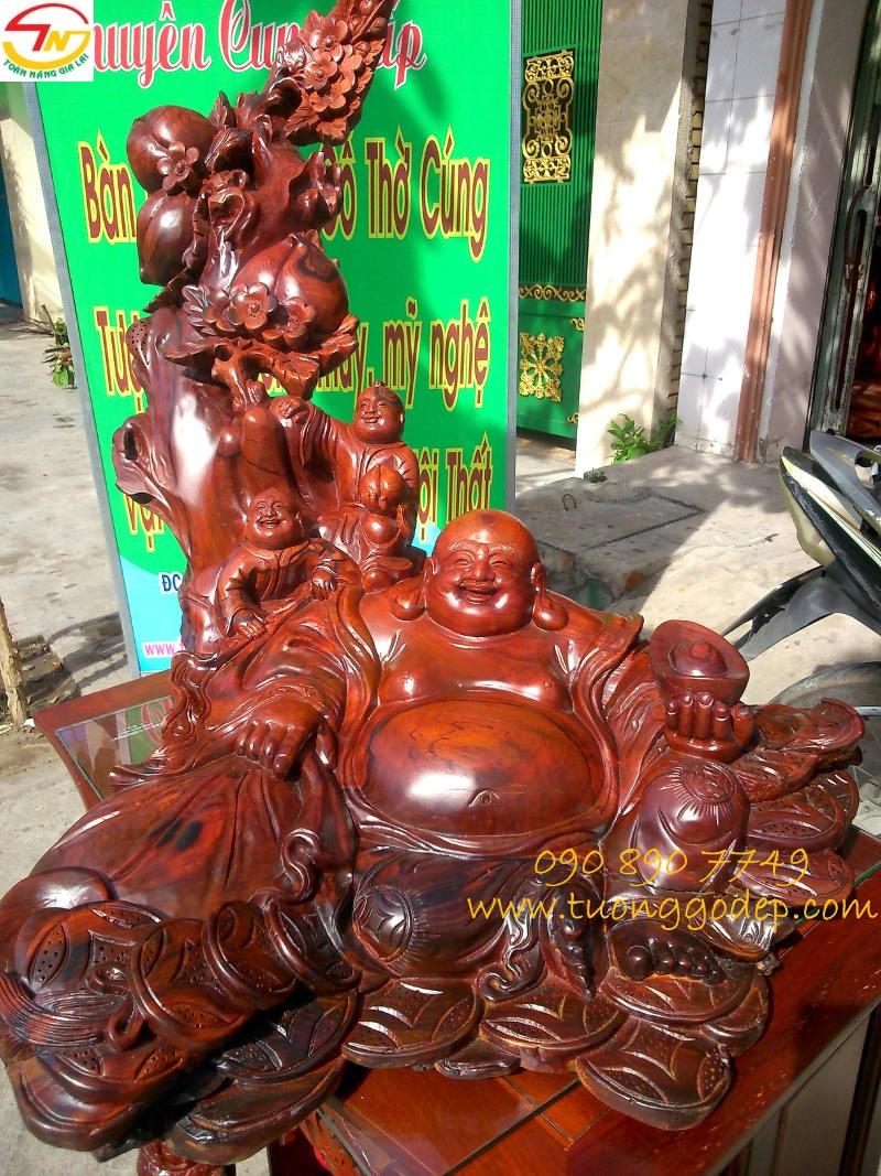 Phật Di Lặc ngồi gốc đào gỗ cẩm