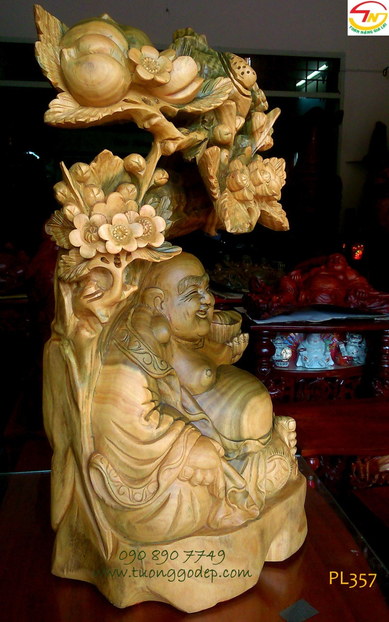 Phật Di Lặc gỗ đổi màu
