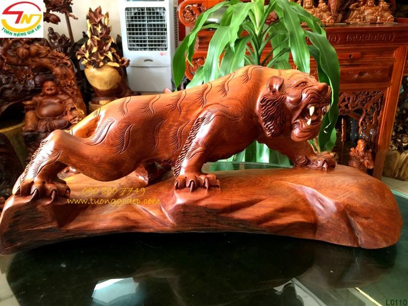 Mãnh Hổ bằng gỗ hương
