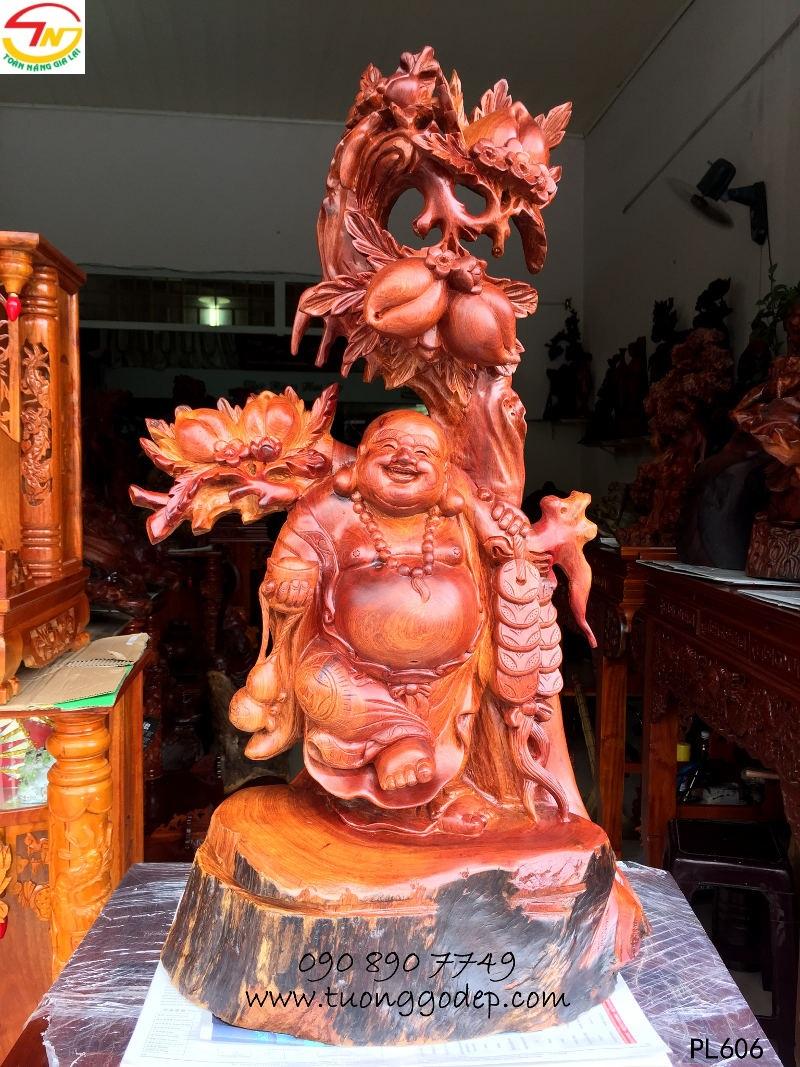 Phật Di Lặc bằng gỗ hương đứng cây đào