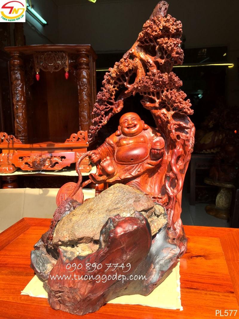 Tượng Phật Di Lặc gỗ hương ôm đá