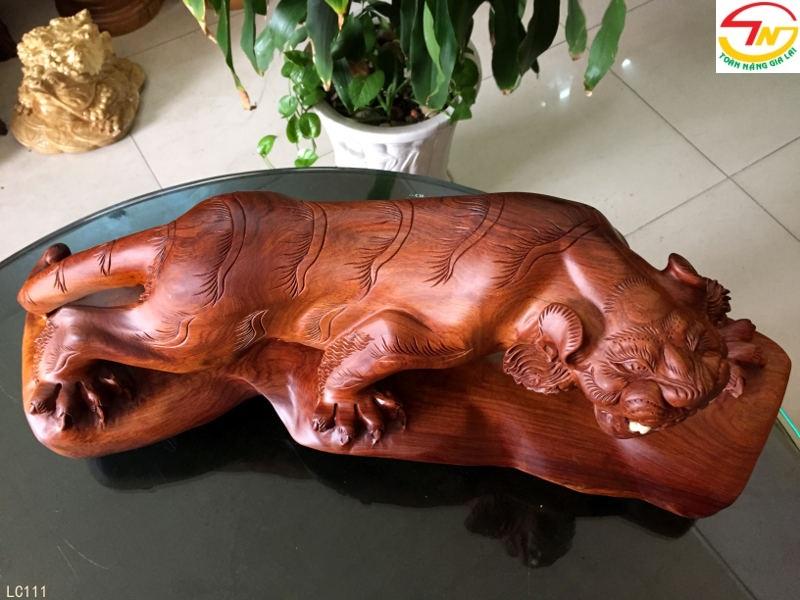 Tượng con cọp bằng gỗ