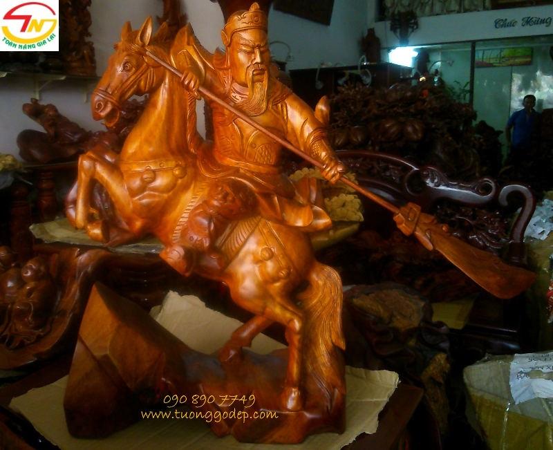 Tượng gỗ Quan Công cưỡi ngựa