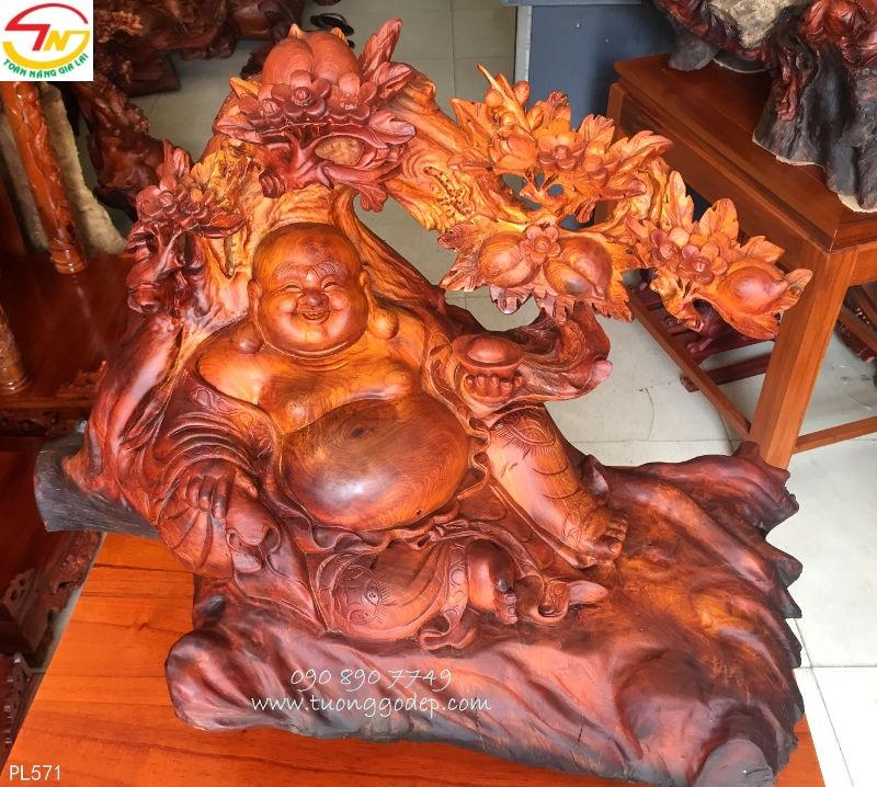 Tượng Phật Di Lặc bằng gỗ hương ngồi gốc đào