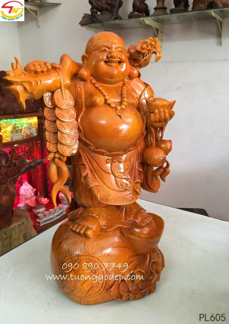 Phật Di Lặc bằng gỗ mít