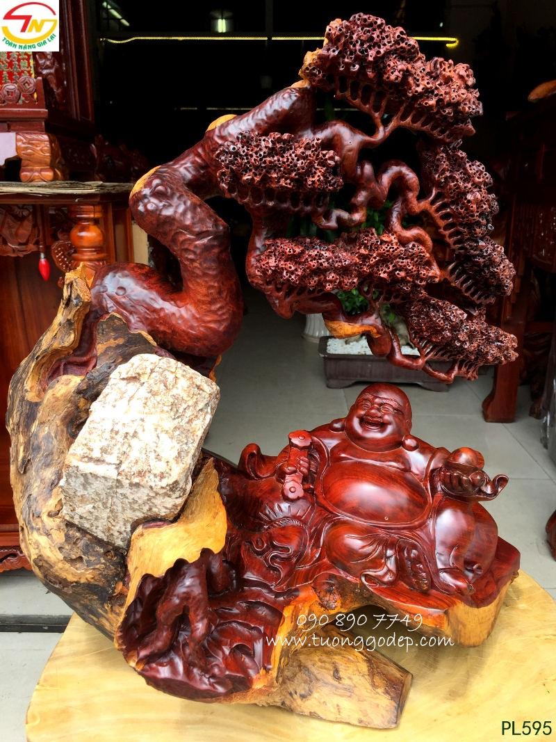 Phật Di Lặc ngồi gốc tùng