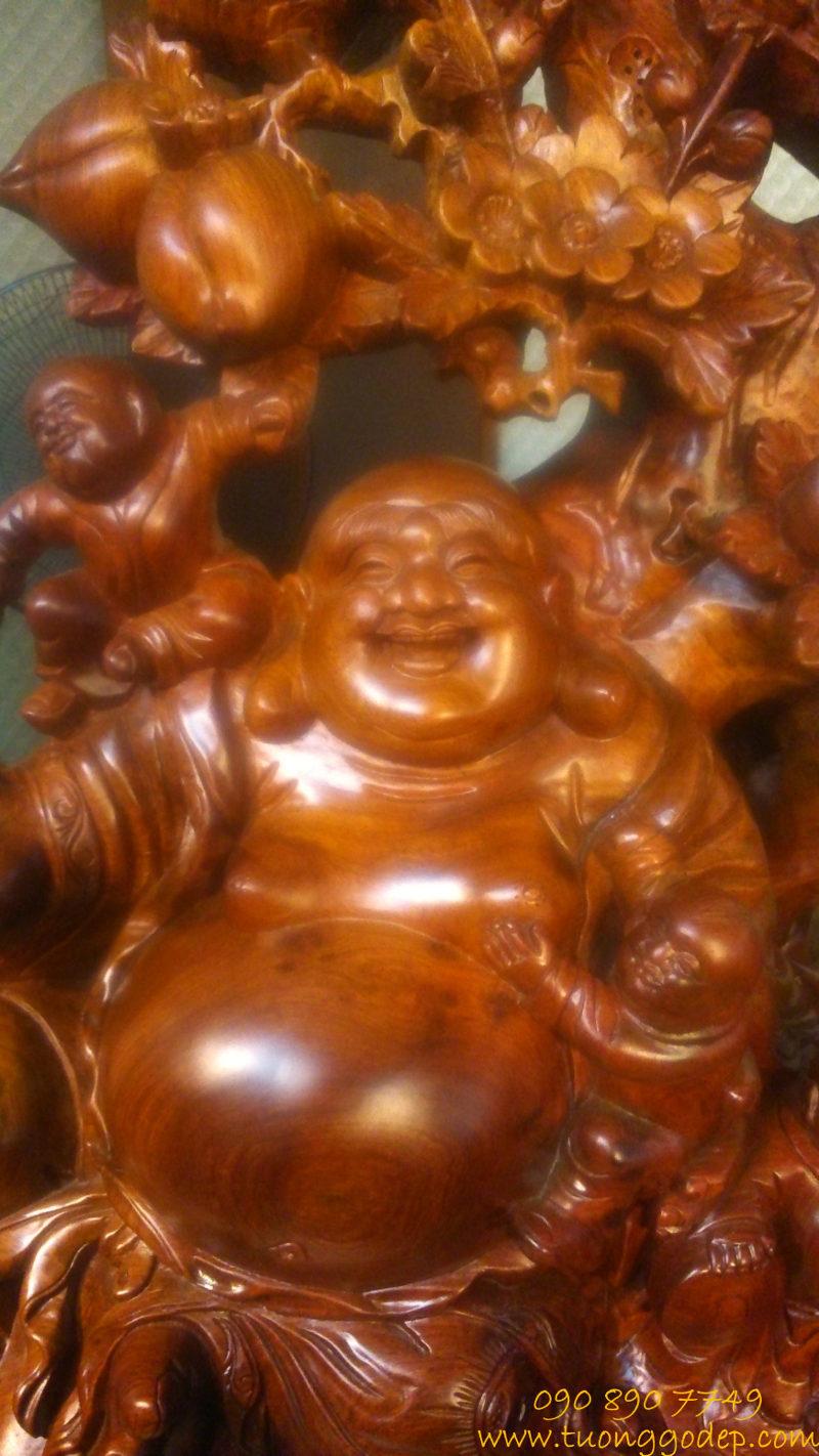 Phật Di Lặc ngồi cây đào