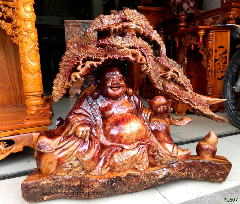 Tượng Phật Di Lặc ngồi gốc tùng