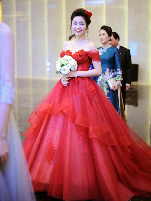 Sự lộng lẫy của váy cưới phồng công chúa