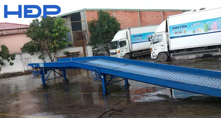 cầu xe nâng - cầu xếp dỡ hàng hóa