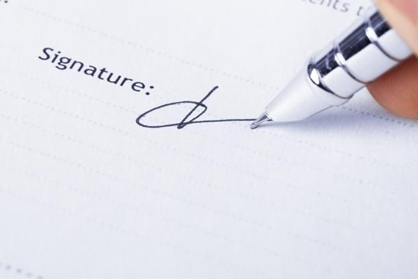 Hợp đồng mua bán nhà đất phải có chữ ký của tất cả những người có liên quan