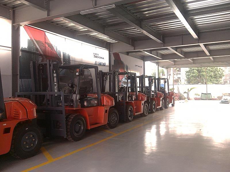xe nâng heli làm việc tại tỉnh Bắc Ninh