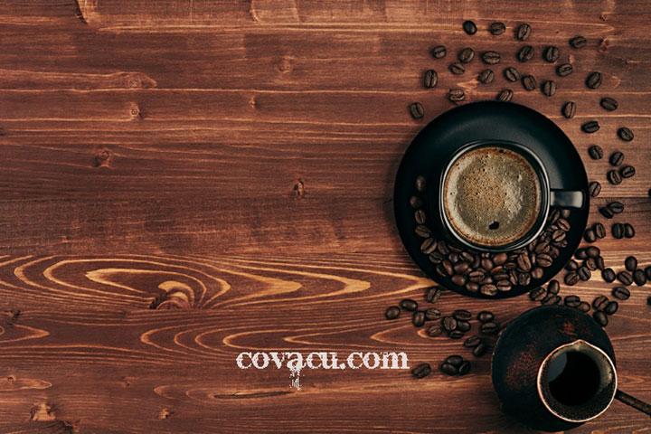 Phông vải bàn gỗ cà phê
