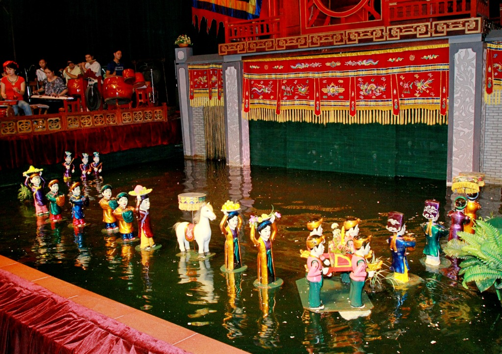 DINNER CRUISE & WATER PUPPET SHOW