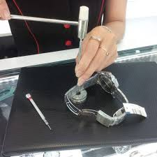 cách cắt mắt đồng hồ đeo tay