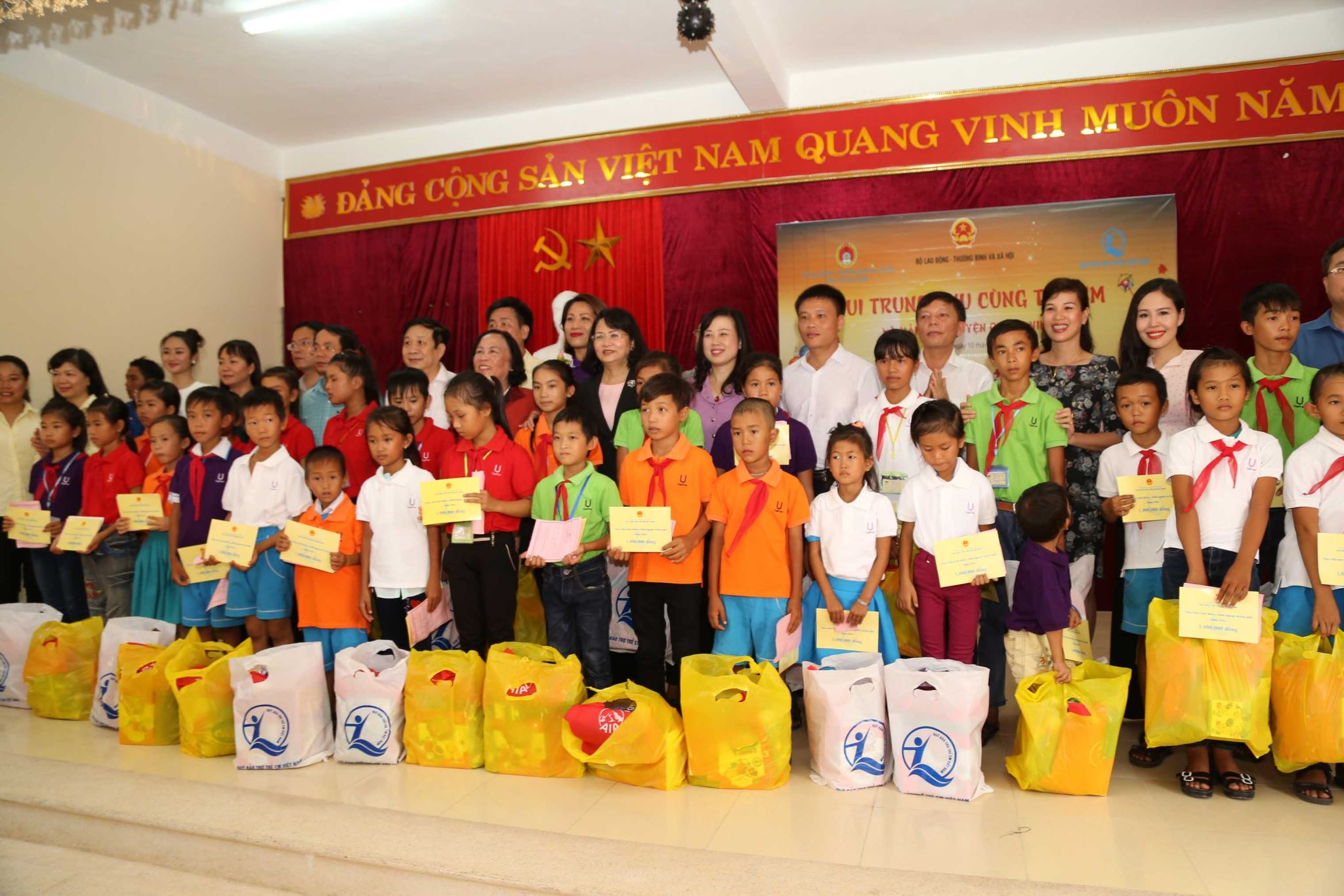 "UGETHER ALONG WITH THE ""MID-AUTUMN FESTIVAL WITH CHILDREN AT THE CENTRAL COAST"" PROGRAM"