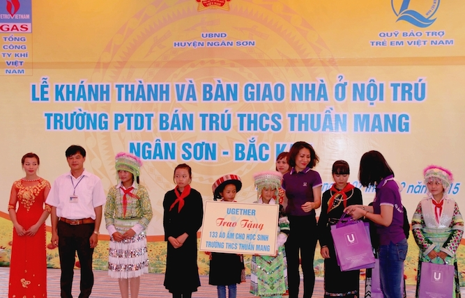 UGETHER PRESENTED THE FIRST 133 WARM JACKETS FOR STUDENT AT SECONDARY THUAN MANG SCHOOL, NGAN SON DISTRICT, BAC KAN PROVINCE.