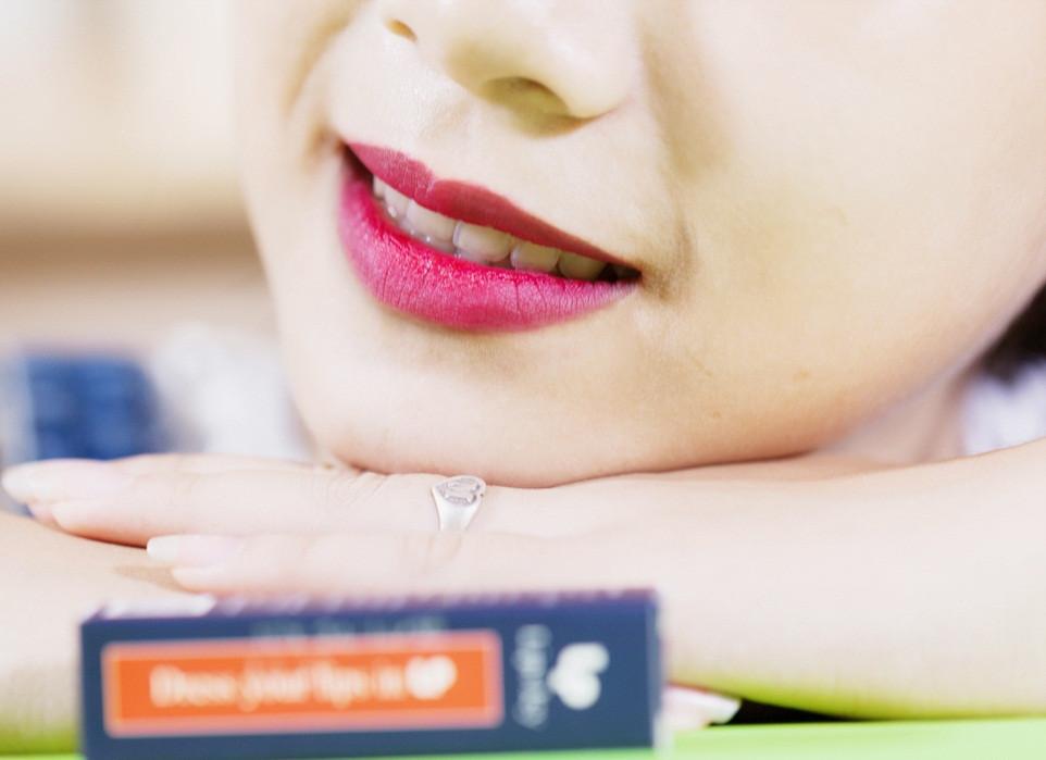 son môi màu đỏ cherry
