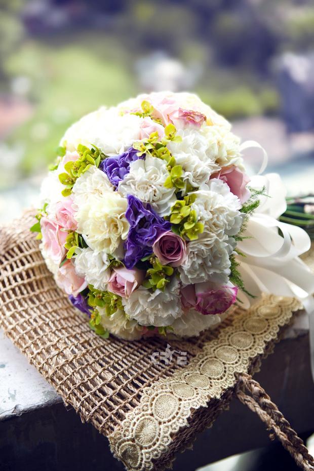hoa cầm tay cô dâu điện hoa trực tuyến